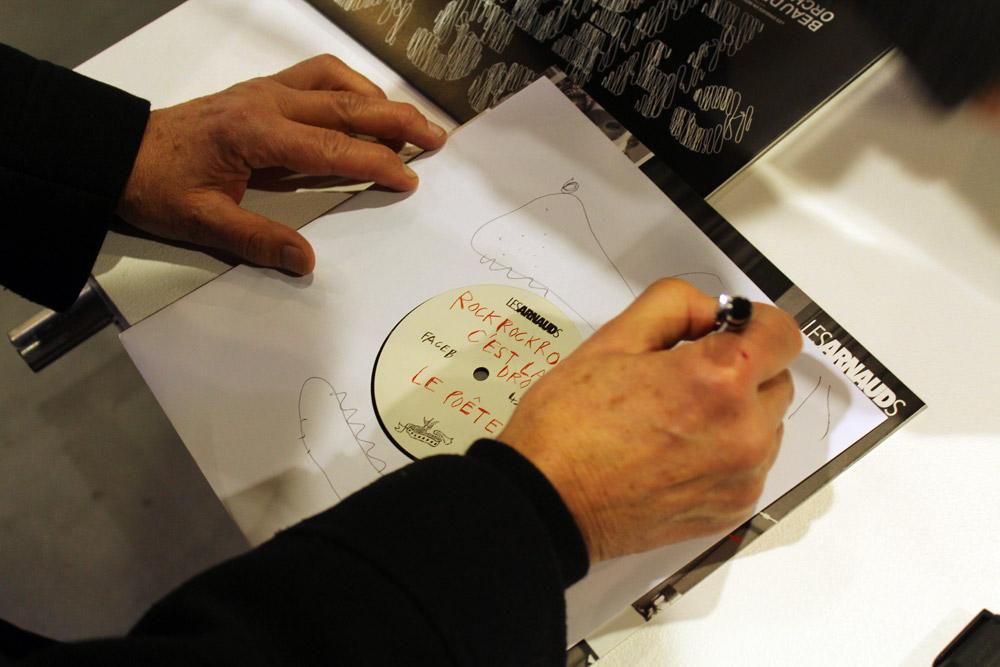 """Les Disques en Rotin Réunis """"The record dealer, sous ses doigts se dissout le vernis"""" MAC VAL 06.11.2016"""
